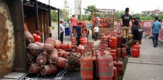 Forget phone and SMS, now book LPG cylinders through Facebook, Twitter