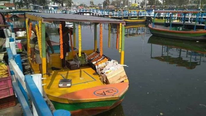 In a first, Bangkok-like floating market comes up in Kolkata