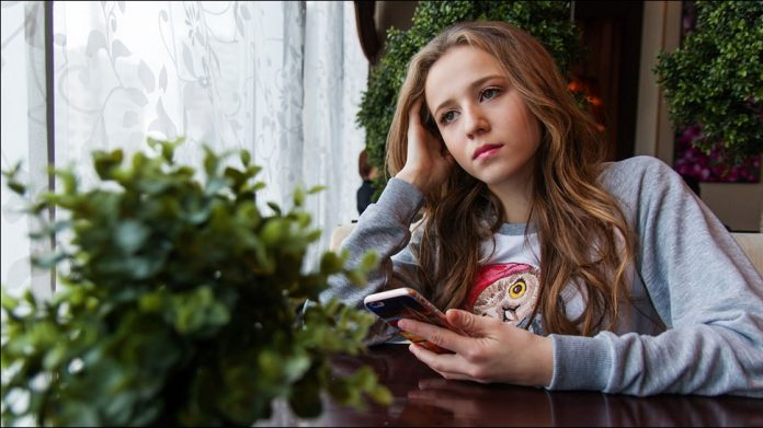 Study says smartphone use may make teenagers unhappy
