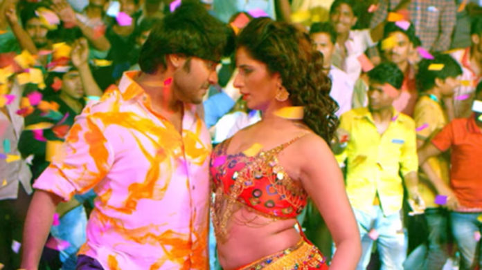 This Bhojpuri item song 'Sew Kashmiri Niyan Lagat' featuring Poonam Dubey is going viral Watch