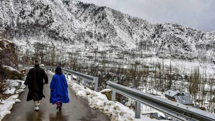 IMD issues rain and snow warning for J&K and Himachal, light rains in Delhi